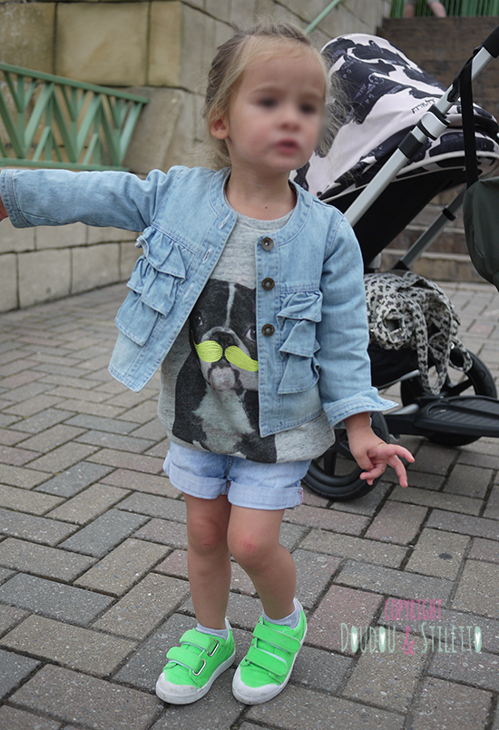 Veste Marèse, short H&M, sweat Zara, chaussures 10is (poussette Bugaboo)