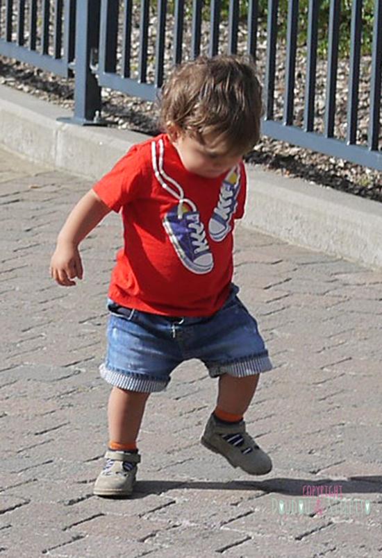 T-shirt et short Zara, chaussures Pom d'Api