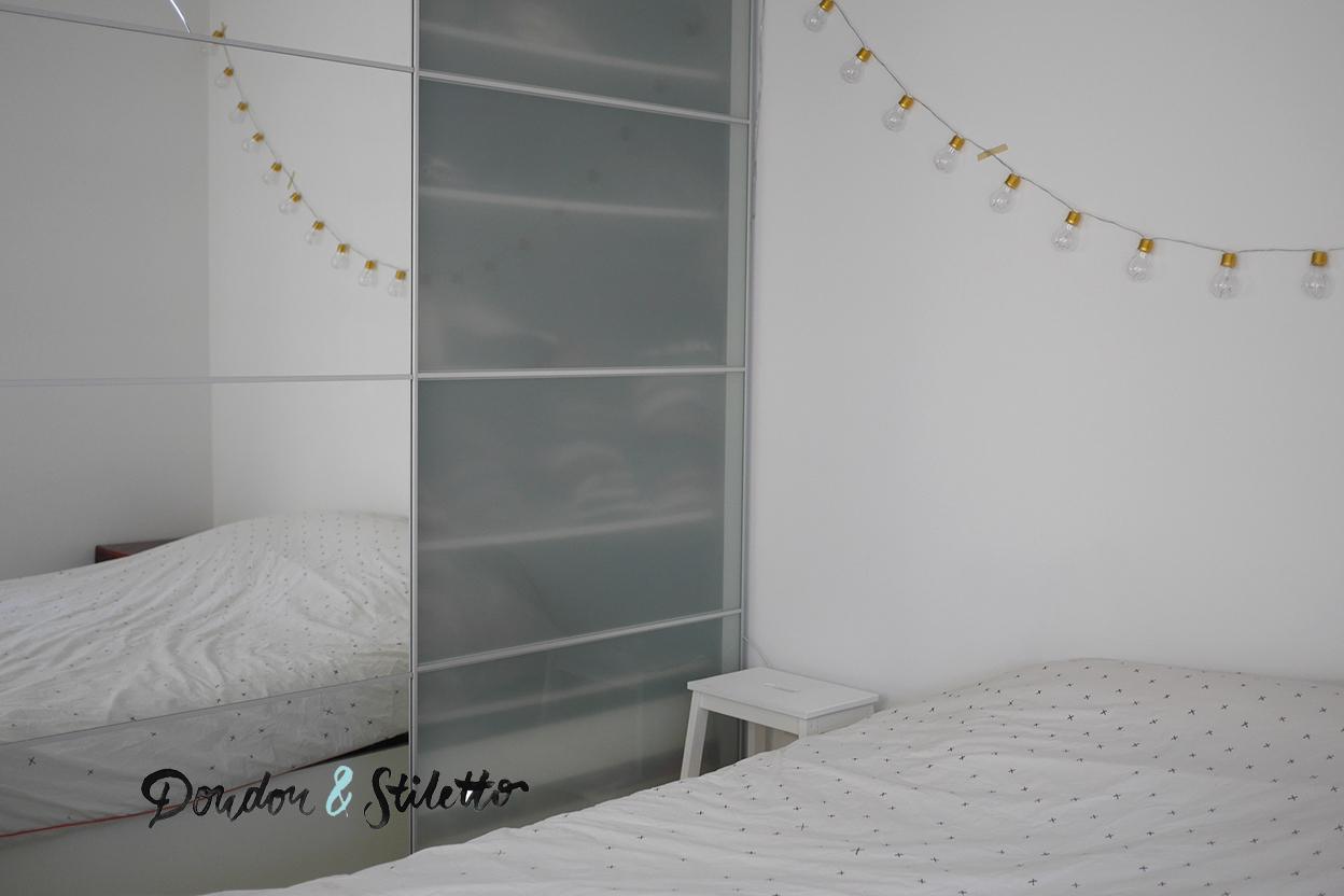 dans notre chambre la guirlande lumineuse. Black Bedroom Furniture Sets. Home Design Ideas