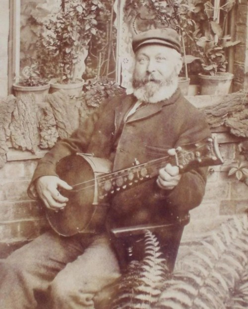 Man with awesome minstrel banjo