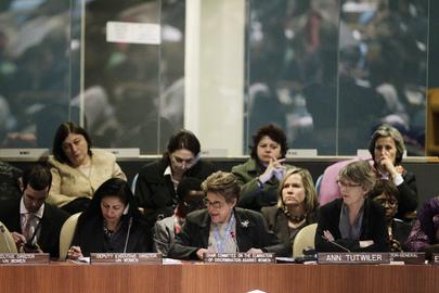 Silvia Pimentel (na foto, ao centro), presidente do Comitê para a Eliminação da Discriminação contra a Mulher (CEDAW, na sigla em inglês). (ONU/Paulo Filgueiras)