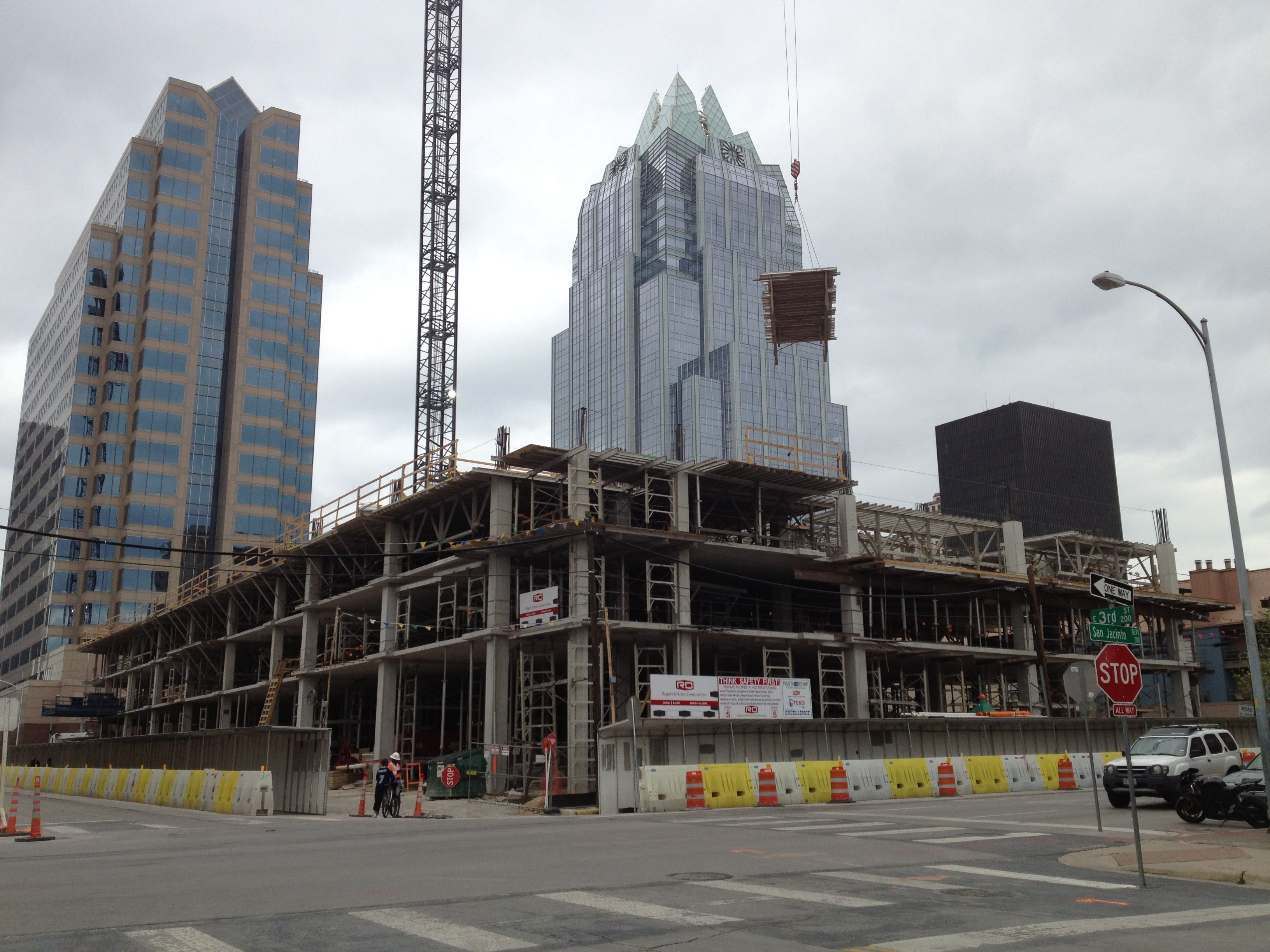 Virtual Flyover Of The 3rd & Brazos Apartment High Rise