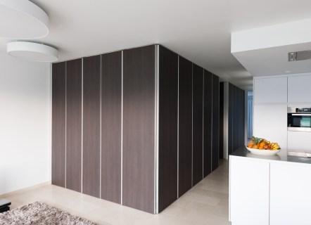 kastenwand op maat in een moderne woonkamer