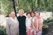 Tad, Carolyn Lupton, Margaret Hunt Hill, Dr. Gross, Caroline Hunt vacationing together in Aspen