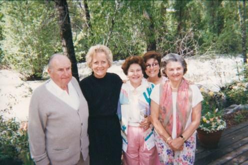 Tad, Carolyn Lupton, Margaret Hunt Hill, Dr. Gross, Caroline Hunt vacationing together in Aspen