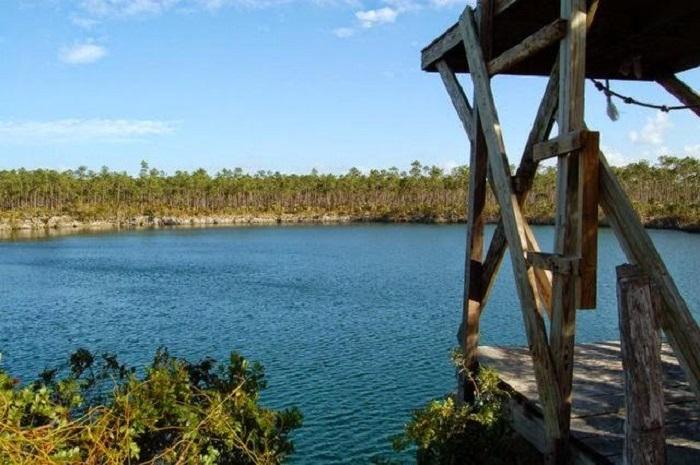 Church's Blue Hole, Andros Island (Bahamas)