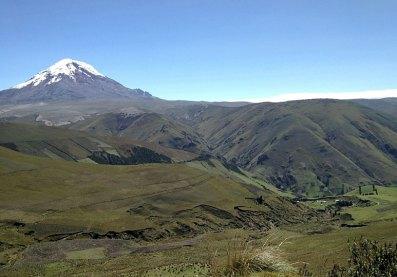 Der schneebedeckte Vulkan Chimborasso in den Anden. Bild: SWR/Peter Sonnenberg