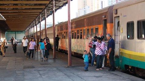 Ausgangspunkt unserer Reise - Der Zug EFVM - Estrada de Ferro Vitoria a Minas - im Bahnhof von Belo Horizonte. Bild: NDR/Petra Spamer-Riether