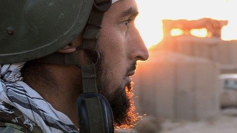Hamid Khan ist ein Kommandeur der afghanischen Nationalarmee. Die US-Marines, die die afghanische Armee beraten, loben ihn als einen der besten. Bild: BBC World News