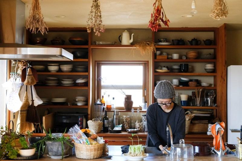 知人から「これを使ってみて」と言われることも多く、鍋や器が自然と集まる平田家。「でも一番使いやすくて気に入るのは、実家にあるようなボロボロの鍋だったりするんですけどね」