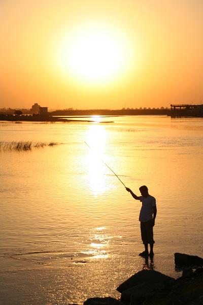 ユーフラテス川に沈む夕日。