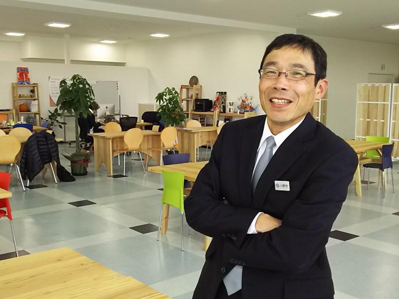 コワーキングスペース「スクエアシップ」にて。小野寺さんは生まれも育ちも気仙沼。市役所には震災後、県外から就職する正職員も増えたそうだ。遠くは大阪出身者もいるという。役場自身もほどよく「よそ者」を受け入れている。