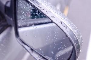 車のサイドミラーが動かない!修理費用はどのくらいかかる?