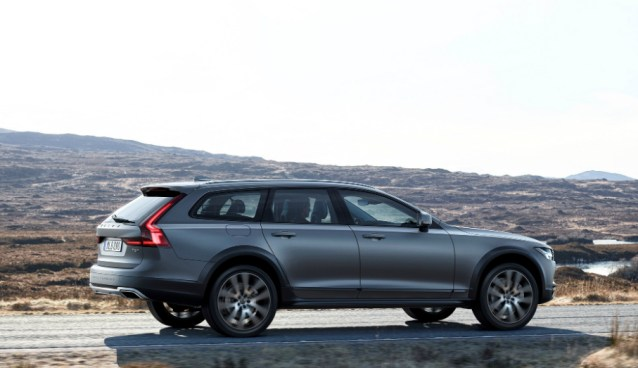 04.10.17 - Volvo V90 Cross Country