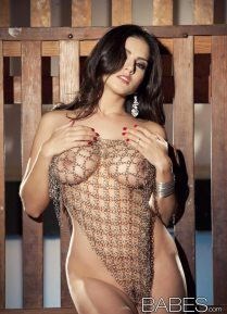 sunny_leone_chained10