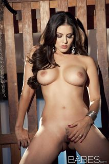 sunny_leone_chained13