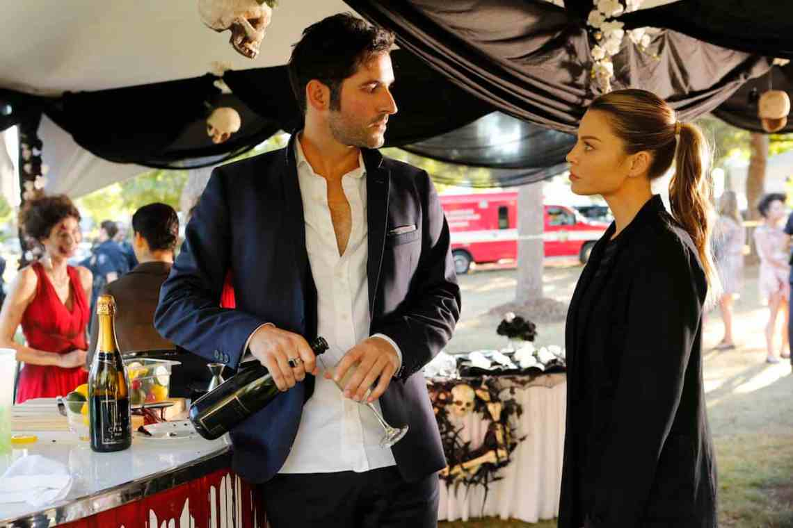 """LUCIFER: L-R: Tom Ellis and Lauren German in the """"Monster"""" episode of LUCIFER airing Monday, Oct. 31 (9:01-10:00 PM ET/PT) on FOX. ©2016 Fox Broadcasting Co. Cr: Bettina Strauss/FOX."""