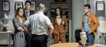 """DC's Legends of Tomorrow --""""Moonshot""""-- LGN214a_0461b.jpg -- Pictured (L-R): Caity Lotz as Sara Lance/White Canary, Brandon Routh as Ray Palmer/Atom, Matthew MacCaull as Commander Steel, Maisie Richardson- Sellers as Amaya Jiwe/Vixen and Nick Zano as Nate Heywood/Steel -- Photo: Dean Buscher/The CW -- © 2017 The CW Network, LLC. All Rights Reserved."""