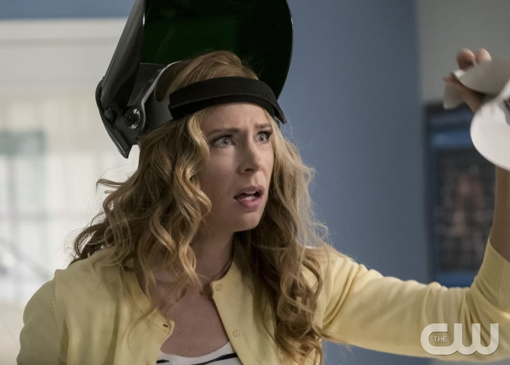 """The Flash -- """"I Know Who You Are"""" -- FLA320a_0001b.jpg -- Pictured: Anne Dudek as Tracy Brand -- Photo: Katie Yu/The CW -- © 2017 The CW Network, LLC. All rights reserved"""
