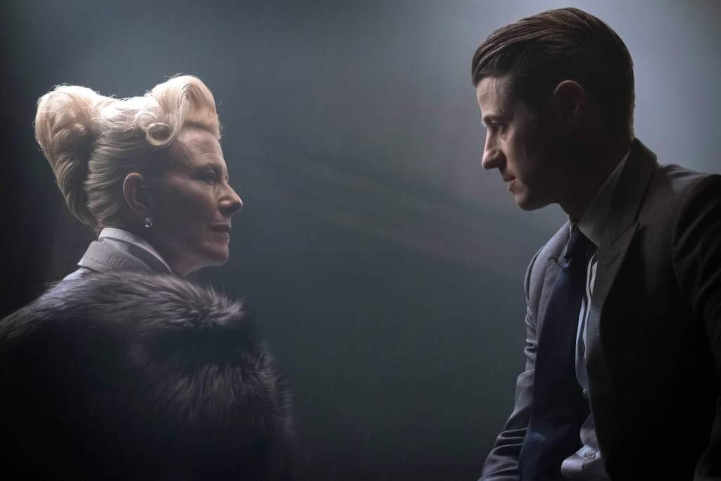 "GOTHAM: L-R: Guest star Leslie Hendrix and Ben McKenzie in the ""Heroes Rise: All Will Be Judged"" episode of GOTHAM airing Monday, May 22 (8:00-9:01 PM ET/PT) on FOX. Cr: Jesff Neumann/FOX"