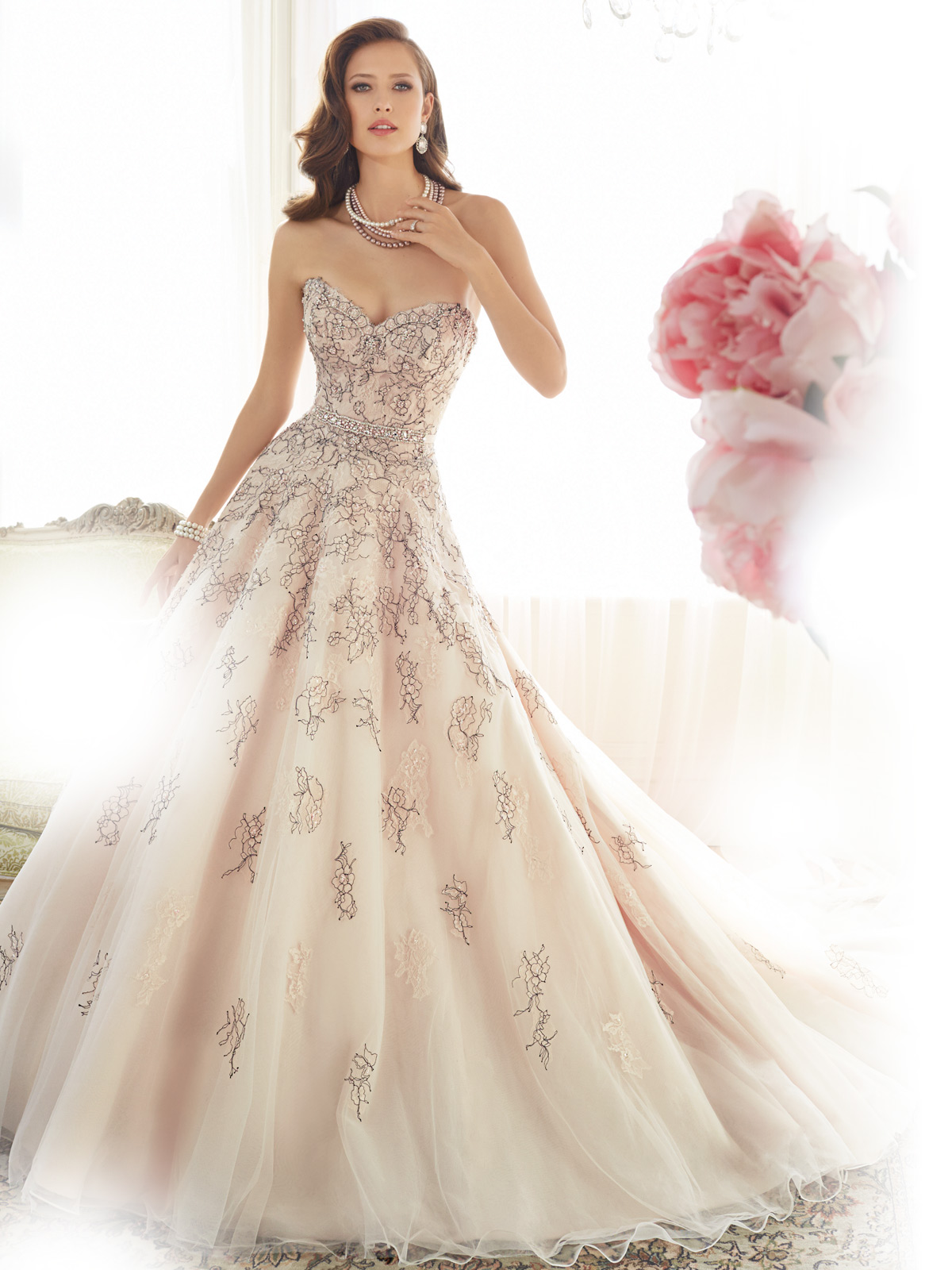 your guide to the trendiest bridal gowns in wedding dress Image 4
