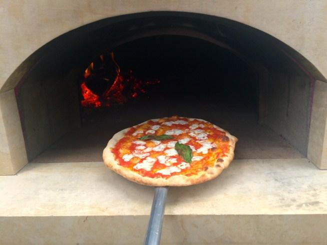 Pizza al forno a legno