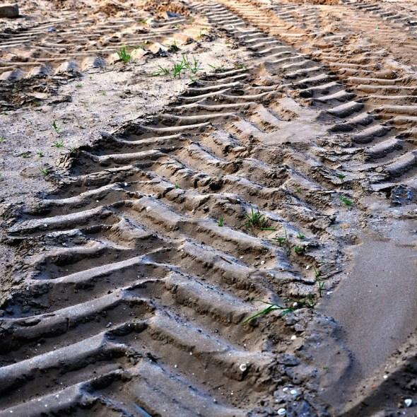 tire-tracks-1443789_1280