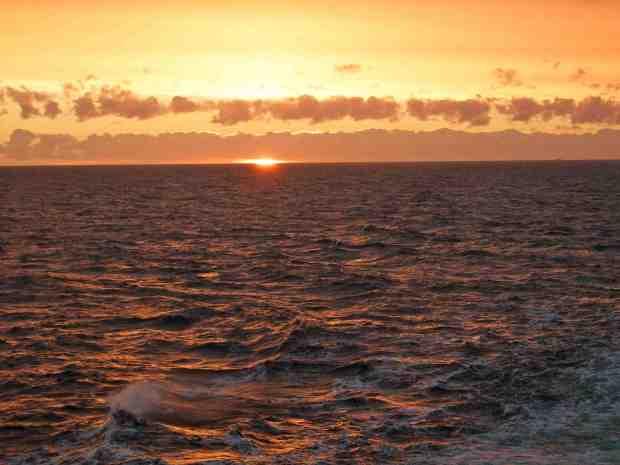 Wschód słońca na Bałtyku - rejs do Szwecji