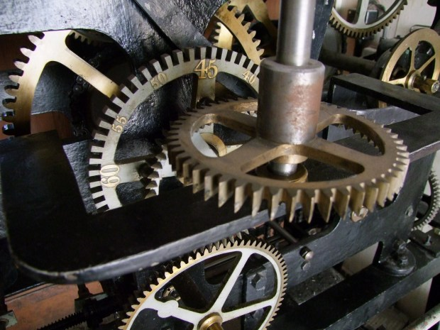 mechanizm-zegara-wieza-ratuszowa-olsztynska-zabytek-techniki