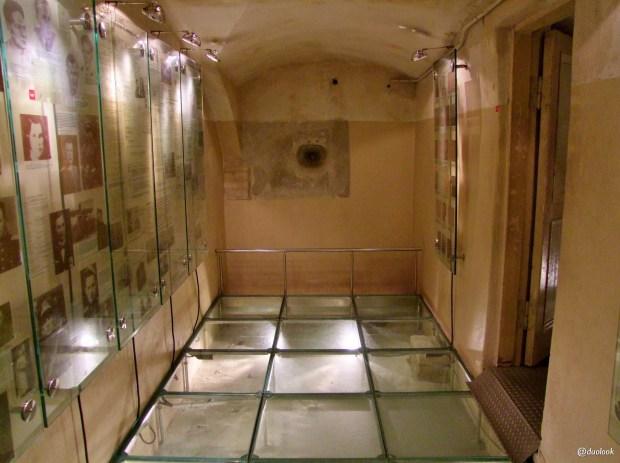 Muzeum-Ofiar-Ludobojstwa-kgb-wiezienie-wilno-atrakcje-zwiedzanie-litwa-weekend-w-wilnie-13