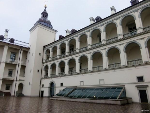 palac-wielkich-ksiazat-litewskich-wilno-spacer-noca-atrakcje-zwiedzanie-litwa-03
