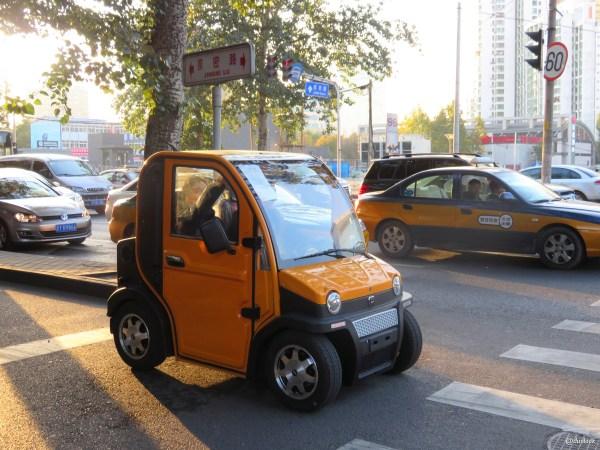 pekin-ulica-samochodzy