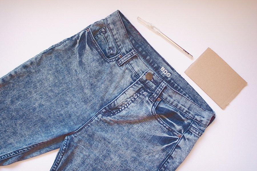 how to make ripped jeans with a blade