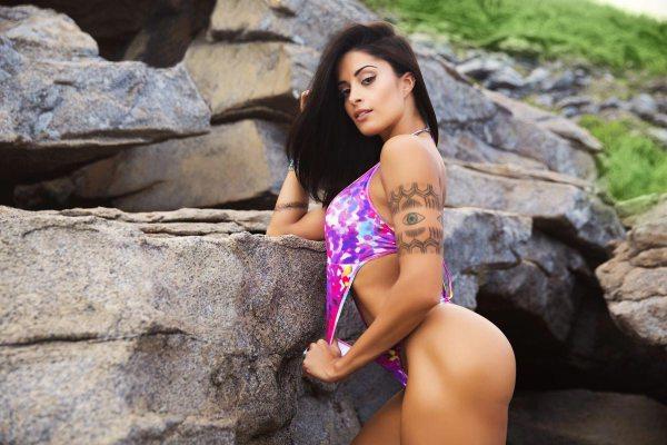 Aline Riscado in Colirio Girl Magazine