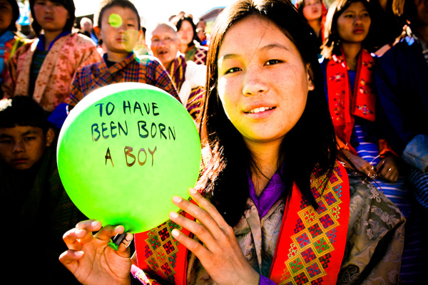 balloons-of-bhutan-by-jonathan-harris-03