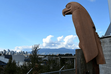 eagle-sculpture-by-corey-bulpitt-in-vancouver-01