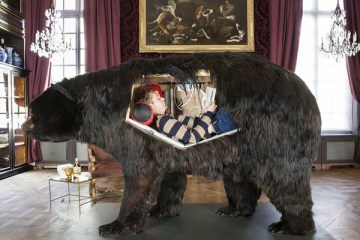 abraham-poincheval-lives-inside-a-bear-carcass-for-two-weeks-01