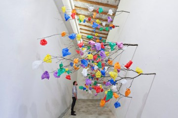 plastic-tree-c-installation-art-dubai-01