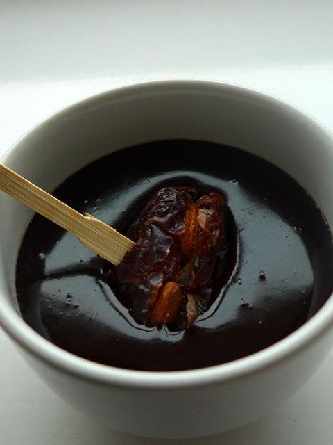 Easy-peasy chocolate sauce.