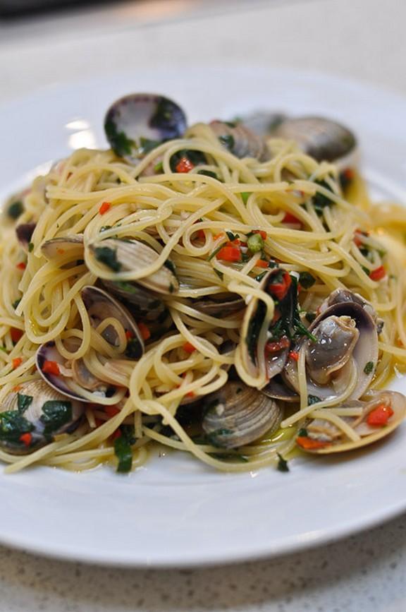 Spaghetti alle Vongole recipe photo