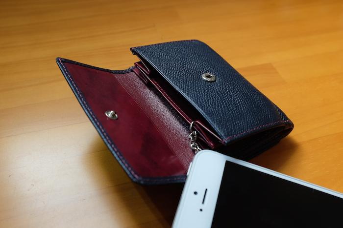 普段使いに便利、コンパクトな三つ折り財布