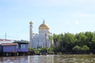 The white mosque with the water village in front
