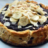 Ciasto bez cukru, masła i mąki pszennej, czyli bardzo zdrowy sernik z żurawiną w polewie daktylowo-kakaowej