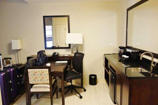 Desk Embassy Suites Elizabeth NJ Review