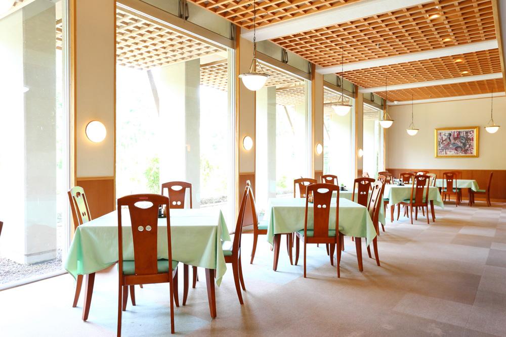 レストラン若紫(しきぶ温泉 湯楽里内)