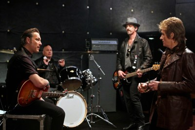 "Sex&Drugs&Rock&Roll - ""Don't Wanna Die Anonymous"" -- Ep 101 (Airs Thursday, July 16, 10:00 pm e/p) -- Pictured: (l-r) John Corbett as Flash, Robert Kelly as Bam Bam, John Ales as Rehab, Denis Leary as Johnny. CR. Patrick Harbron/FX"