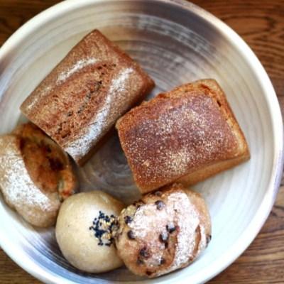小麦から育てるパン屋「むぎとし」。こだわりのパンは力強い自然の味わい。
