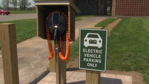 Penfield debuts area's first free public electric car charging station