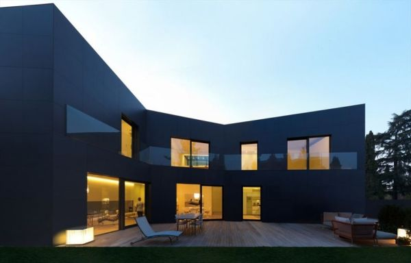 Sassuolo House by Enrico Iascone Architects