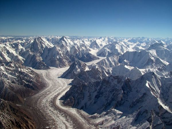 Slight mass gain of Karakoram glaciers